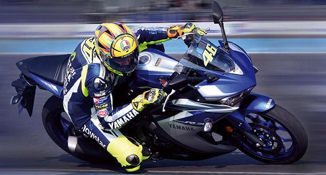 Yamaha R3 пилотирует Валентино Росси