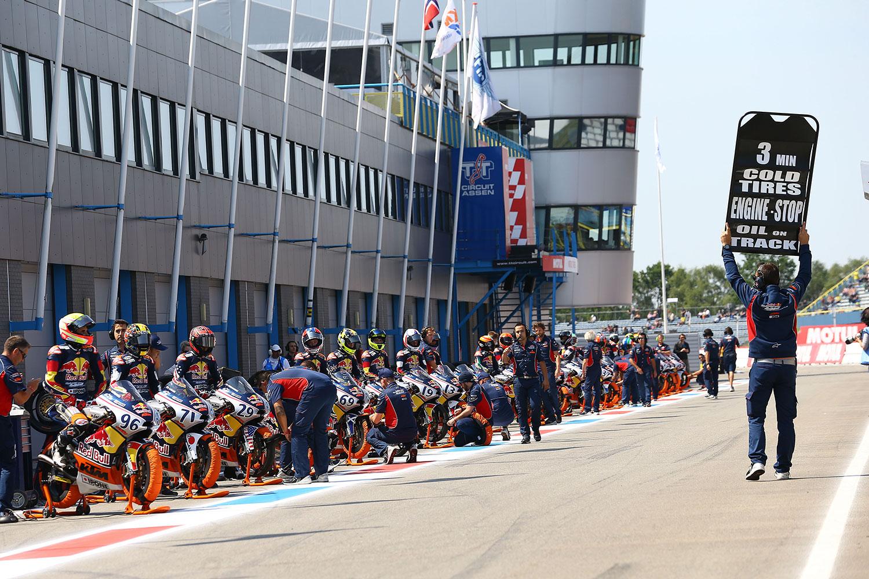 Red Bull MotoGp Rookies Cup pitlane